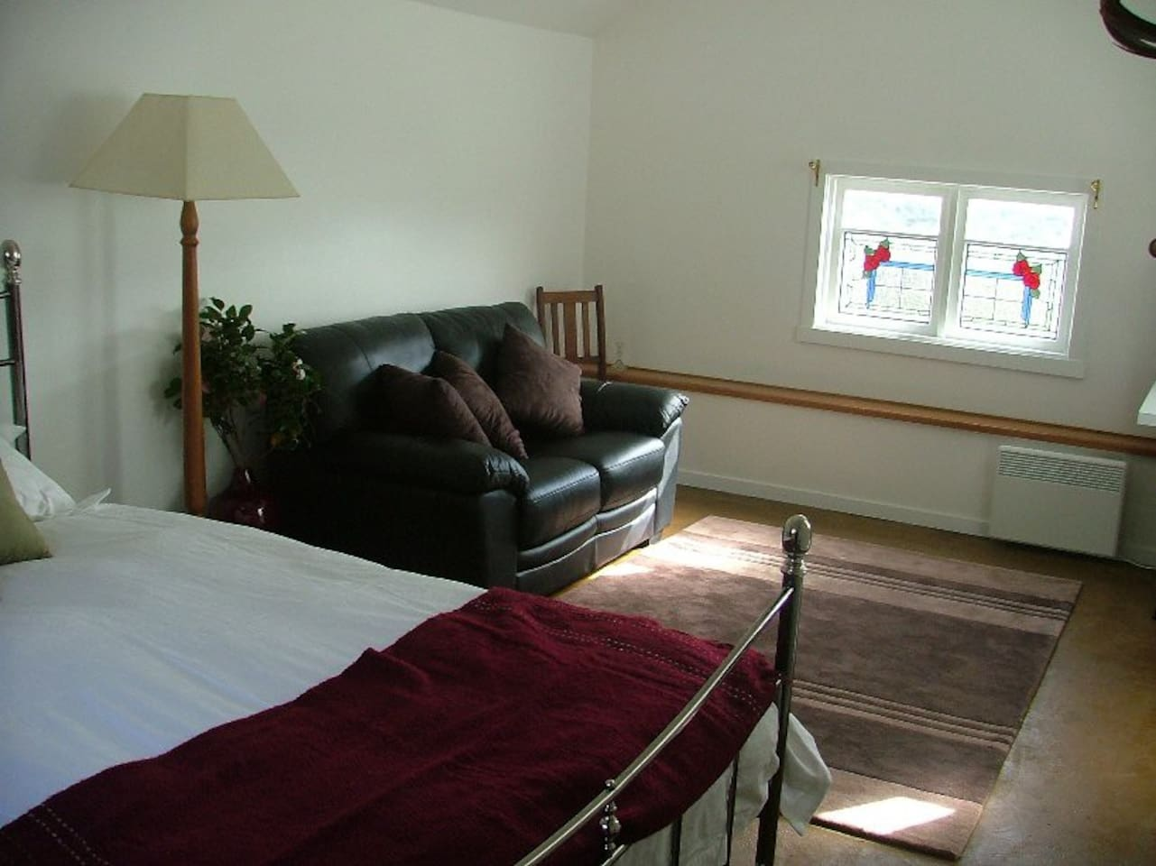 A small and comfortable room
