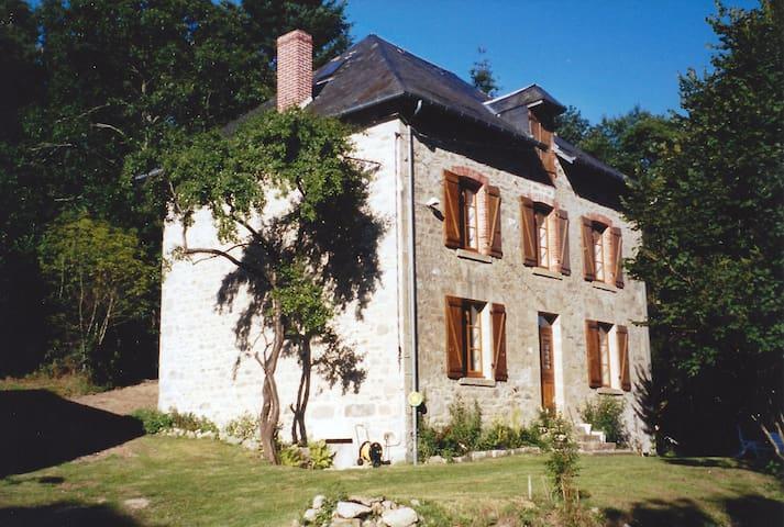 VIELLE FERME LIMOUSINE PRES DU LAC DE VASSIVIERES - Peyrat-le-Château - House