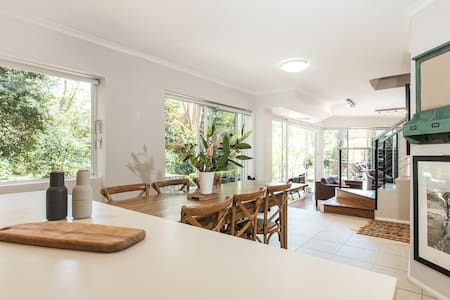 Luxurious Family Home Surrounded by Nature - Cremorne