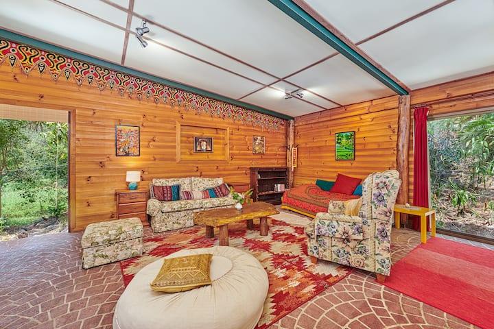 Mullumbimby Lakeside Honeymoon Cottage