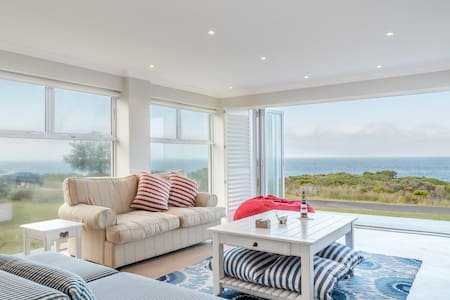 Kleinmond Seafront Family Holiday Home - Kleinmond