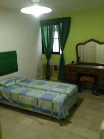 Casa familia renta de habitaciones compartidas