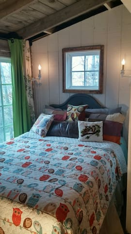 Intimate, secluded small cottage in North GA Mtn - Blairsville - Mökki