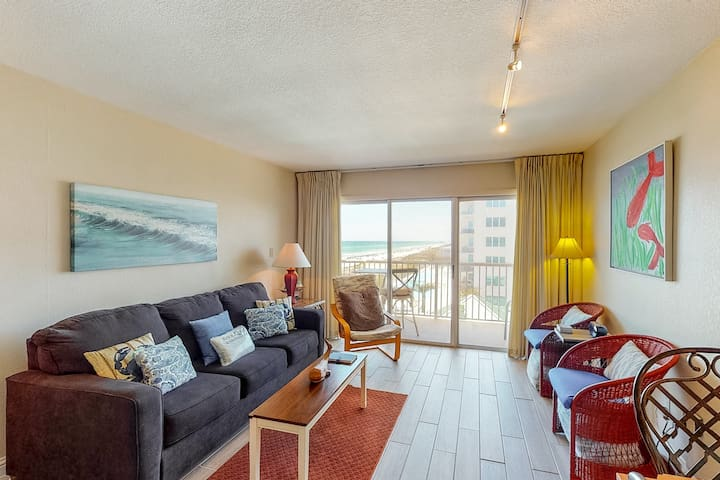 5th Floor Airy, Gulf View Condo w/ Beach Chairs Included, Close To Dining