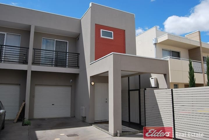 Double bed central of Mawson Lakes - Mawson Lakes - Apartment