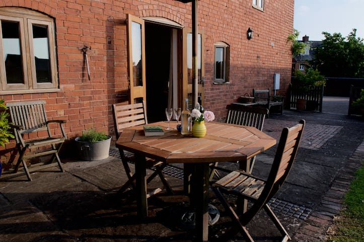 Spacious, comfortable, town house in Ledbury