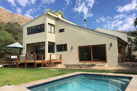 Mountain Views - Swimming Pool - Modern Home