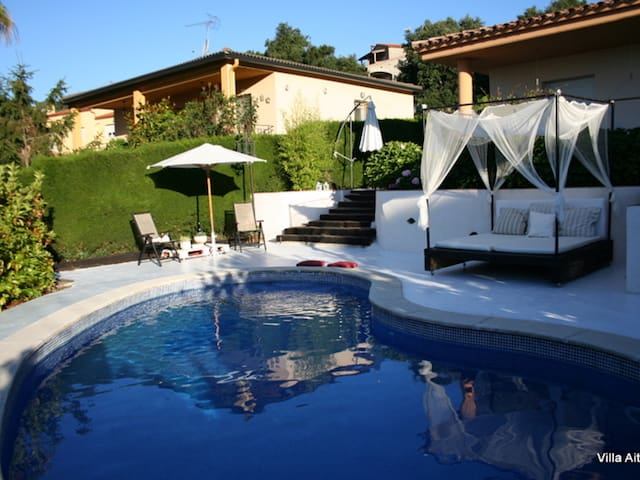 VILLA AITANA, WITH A PRIVATE POOL, WIFI ET PARKING