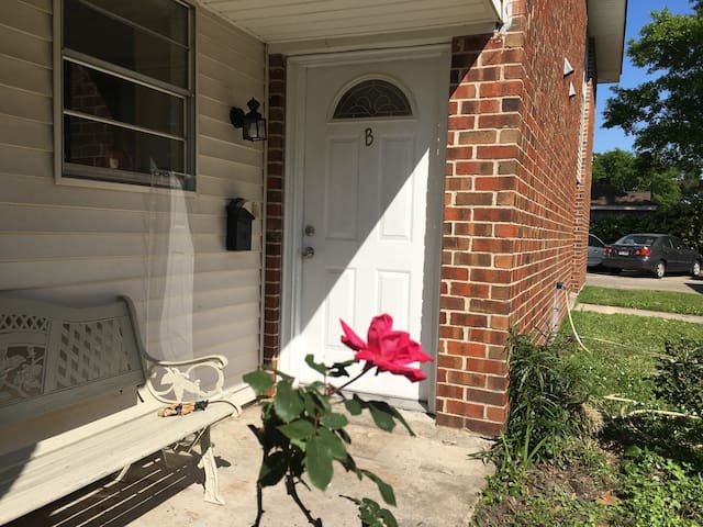 Cozy Comfy Condo Outside of New Orleans - Kenner - Daire