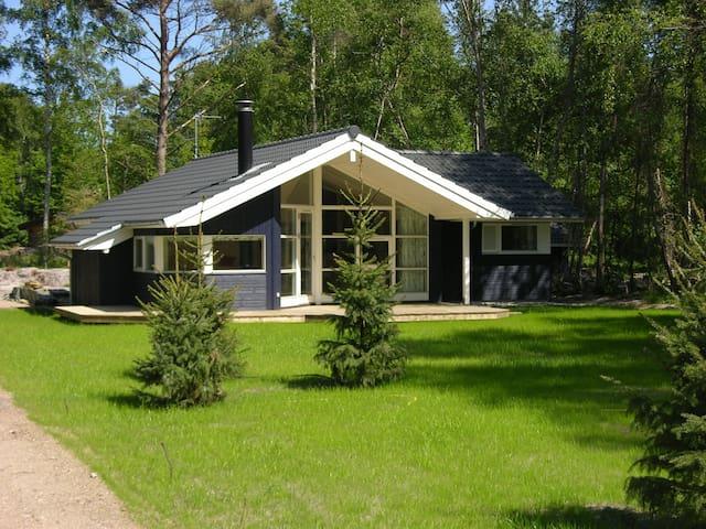 Rørvig, skønt hus i smuk natur tæt på hvid strand