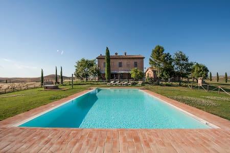 San Giovanni in Poggio, Crepuscolo app. 60 mq
