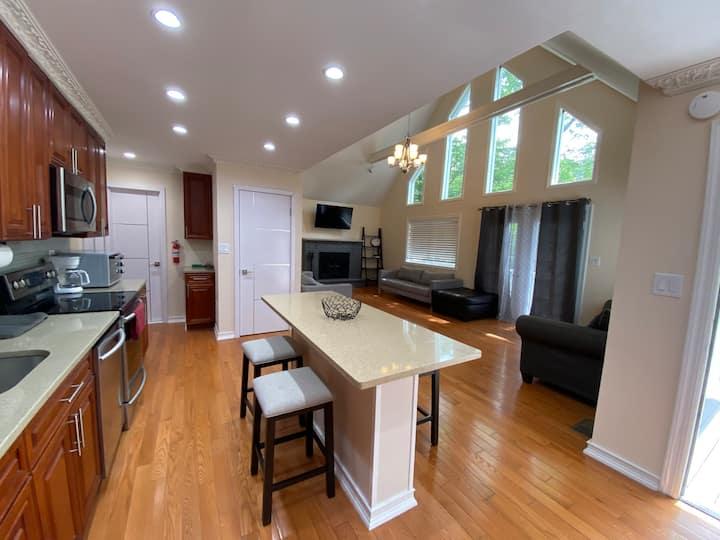 New Modern 5 Bedroom - 4 Bath, Pocono Getaway