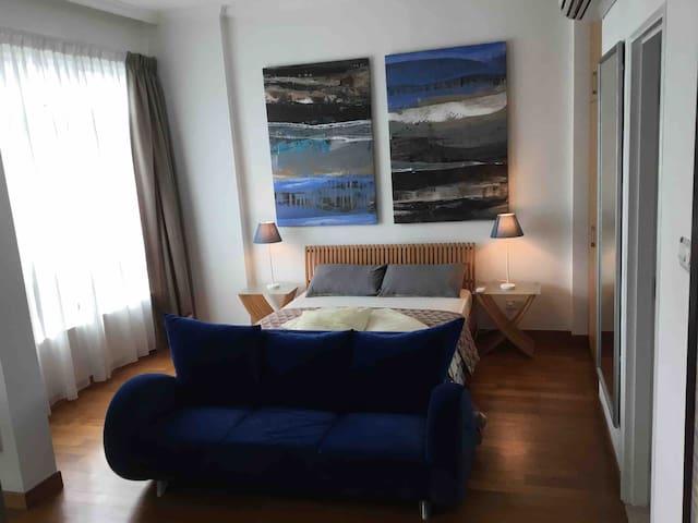 AN ORCHARD METROPOLIS-master bedroom