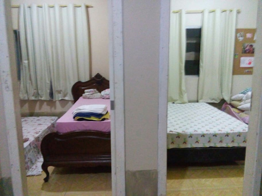 Quarto 1- Uma cama de casal Quarto 2 Duas camas de solteiro e na sala bicama (caso sejam 4 pessoas.)