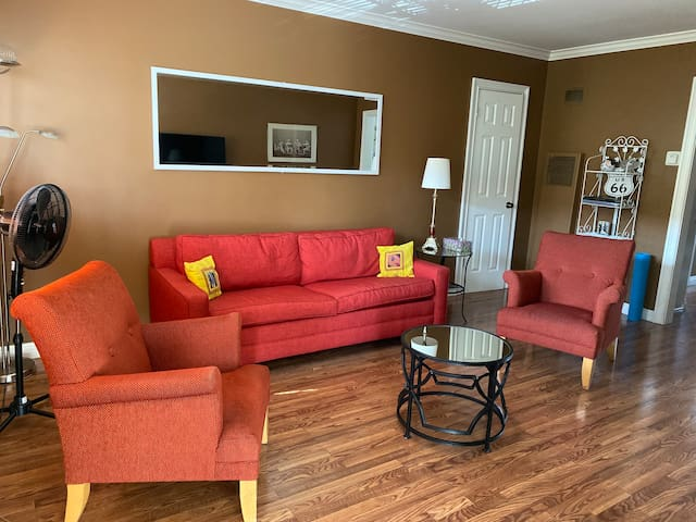 Newly Renovated entire Apt near LAX and best sites