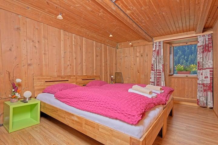 Familienzimmer Hostel Petit Vélan mit eigenem Bad