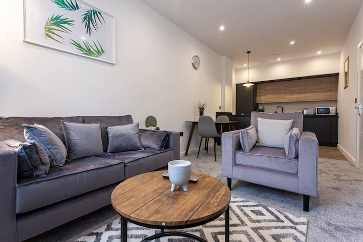 Modern 1 Bedroom Apartment in Bolton