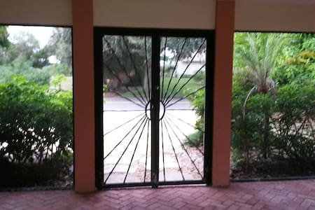 Siesta Key 3 Bedroom 2 Bath House