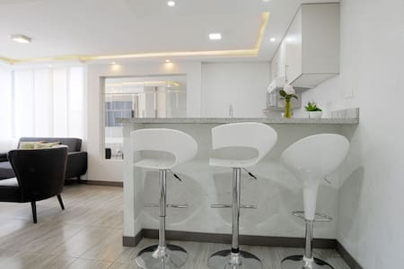 MODERN APARTMENT WITH JACUZZI-PERFECT LOCATION