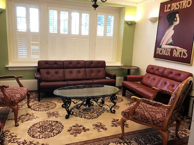 Stylish one bedroom, Elmwood area