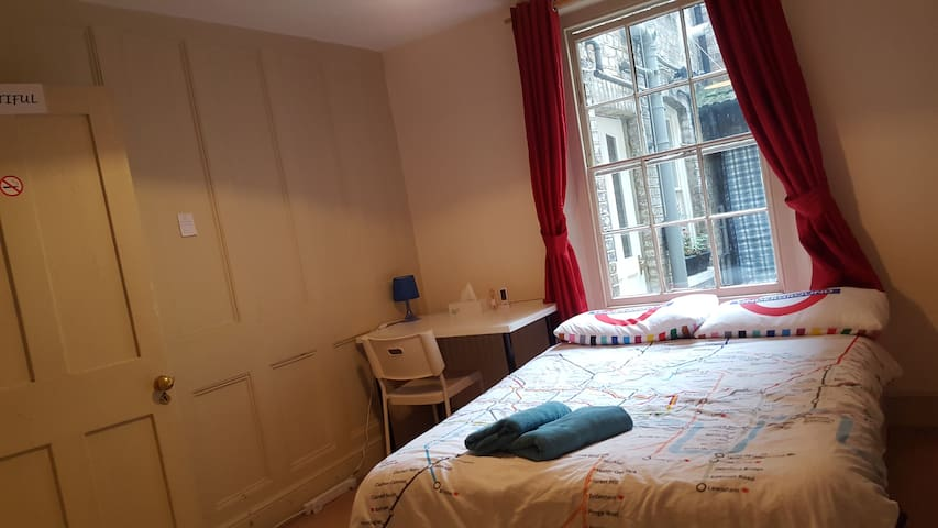 4. Beautiful Room Centre London