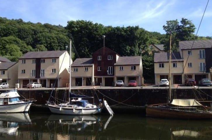 4 Bedroom townhouse, Y Felinheli, North Wales
