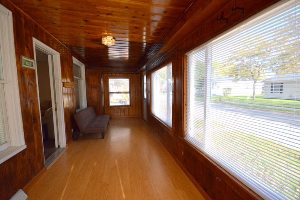 Spacious front porch with lots of natural sunlight picture 1 of 2
