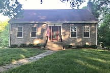 Charming PRIVATE Cottage - Edge of town - Walk to Earlham College