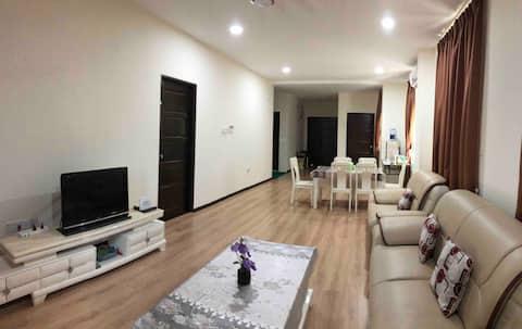 LUXURY n CLEAN 3 bedroom w/ HI SPD WIFI, 8 -10 pax