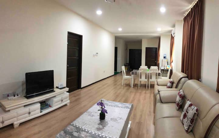 LUXURY n CLEAN 3 bedroom w/ HI SPD WIFI, 8 -10 pax