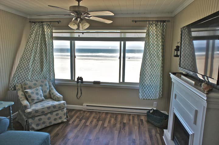 Sunset Delight - Remodeled Beachfront Condo!