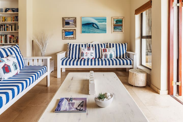 Easy Living Beach Cottage Close to World-Famous Kitesurfing