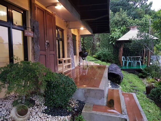 Comfy and homey suite with kitchen and gazebos - Tagaytay - Pensione