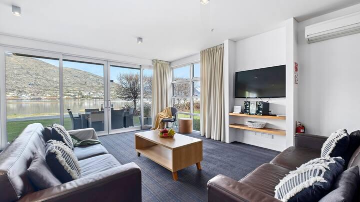 Waterfront location - Marina Apartment 107