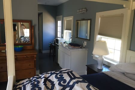 Master suite/studio private entranc - Half Moon Bay