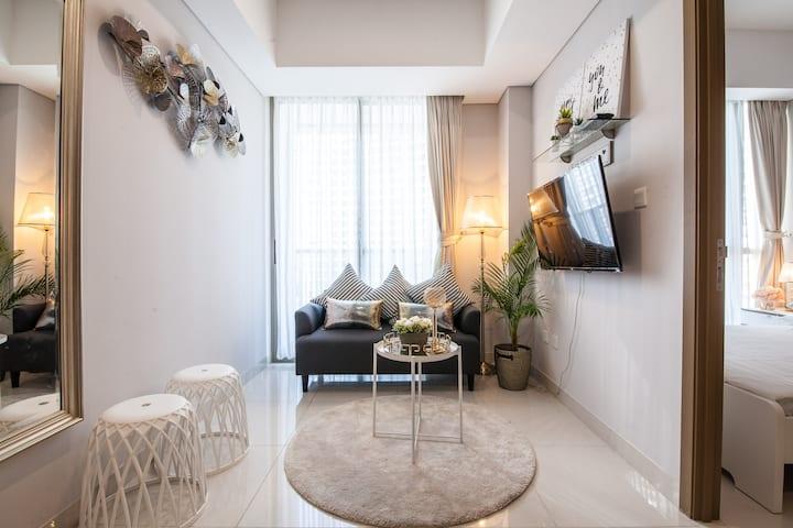 1-BR Suite Taman Anggrek Residence Walk To Mall-