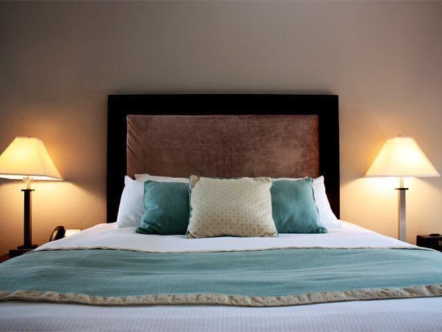 The Alexander Hotel #212 - Queen Suite