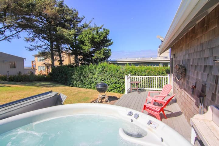Modern Ocean View Home with Hot Tub 1 block from Beach in Roads End