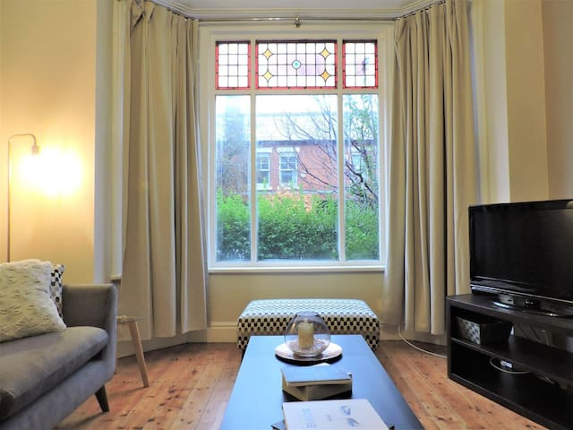 *IMMACULATE MODERN PROPERTY FOR 7 GUESTS MANCHESTER*