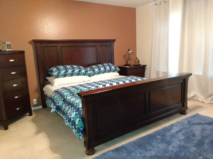 Shertz Crashpad, JUST LISTED King/Queen beds, RAFB