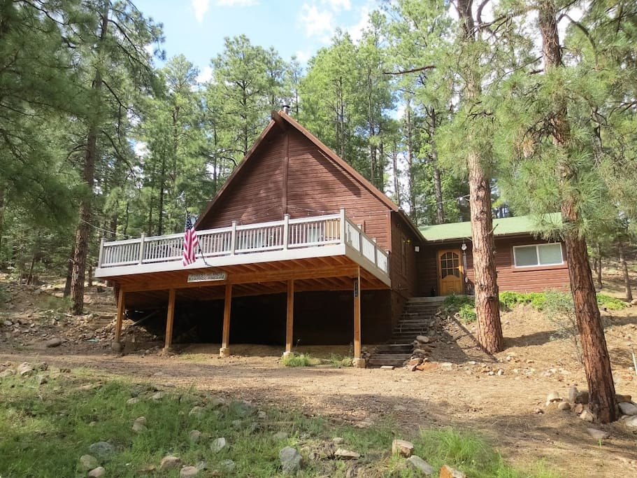 Front of Cool Pines Cabin