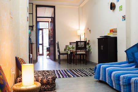 Budget stay in South Delhi! - New Delhi - Huoneisto