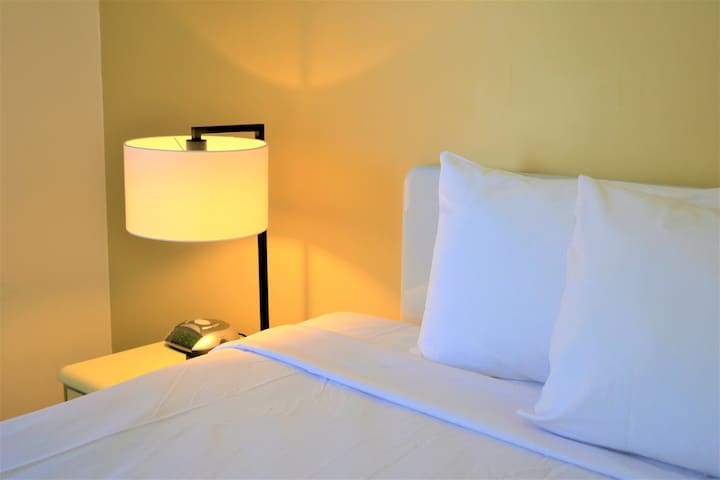 Hotel style rm/Walk to Sth Bank/Free parking/Wifi
