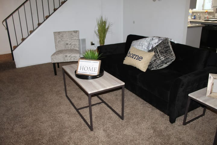 Remodeled &Modern 2 bedroom 2 story Downtown Condo