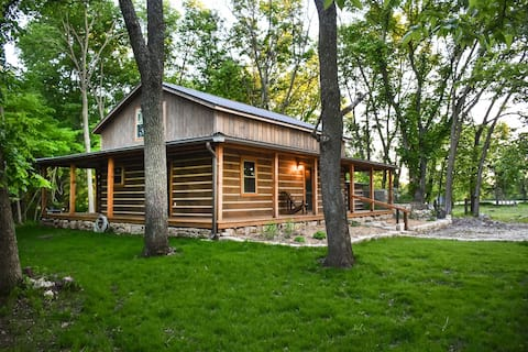 Private Chase County Cabin on Middle Creek!