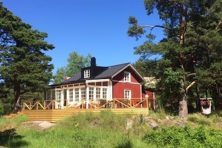 Villa i skärgårdsbyn Svartnö - Norrtälje SO