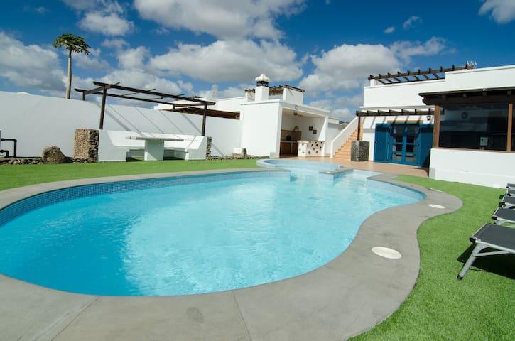 Preciosa Villa  con piscina privada - Playa Blanca - Villa