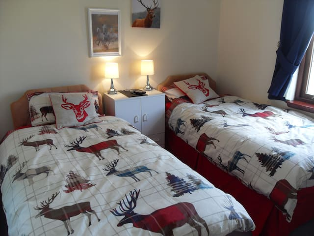 Tigh na Lochan Guest House.Bedroom.2. - Bunessan - Inap sarapan