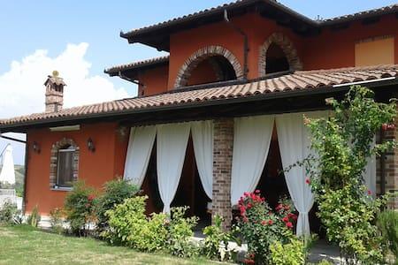 LA CANOVA - apt in villa - Mango