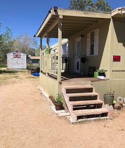 Dog friendly, close to Laughlin, hour to Havasu